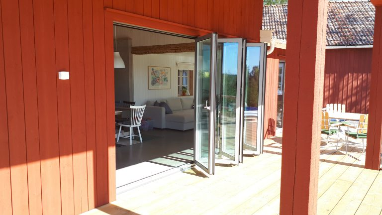 vikdörrar aluminium utomhus